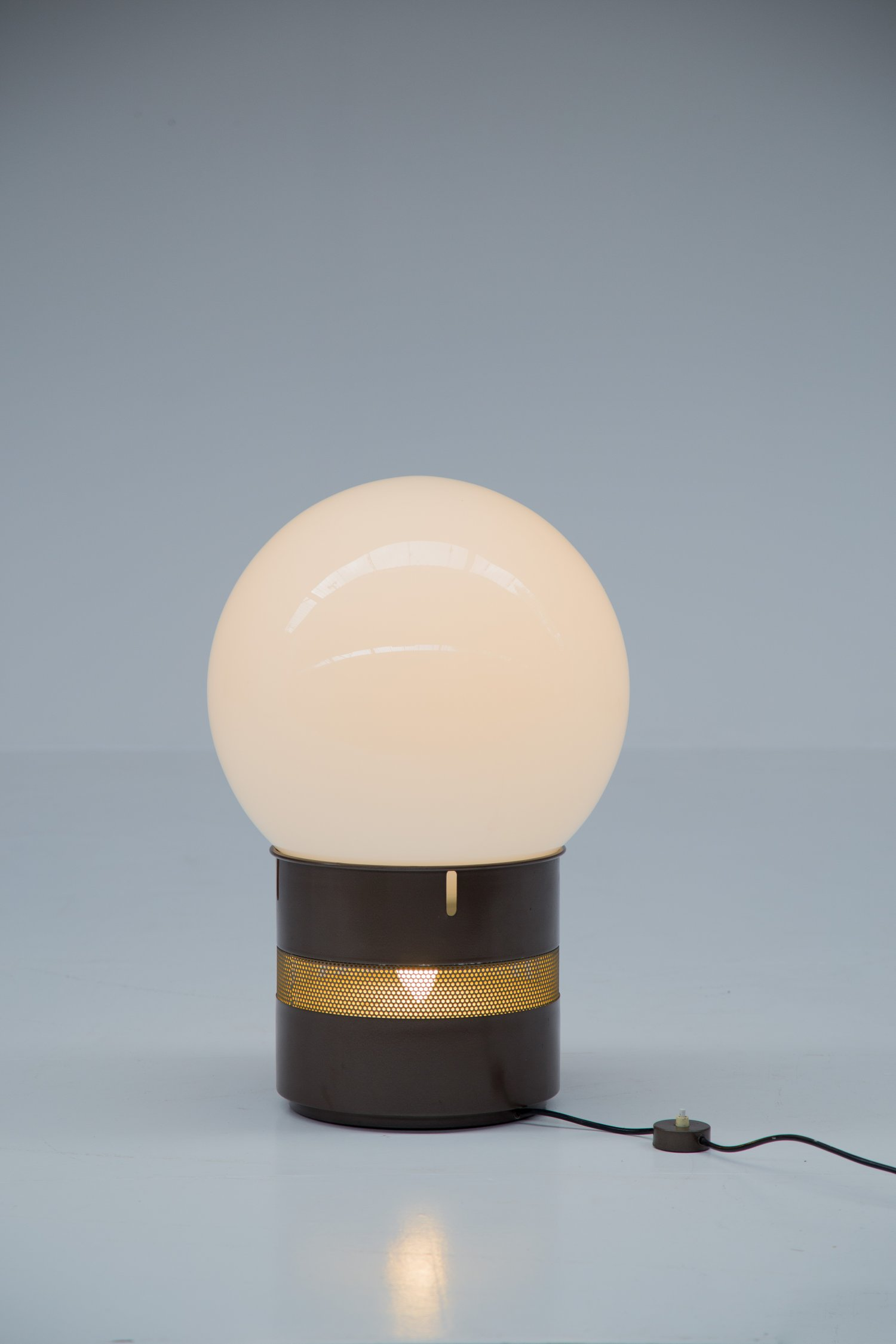 Mezzo Oracolo lamp by Gae Aulenti for Artemide