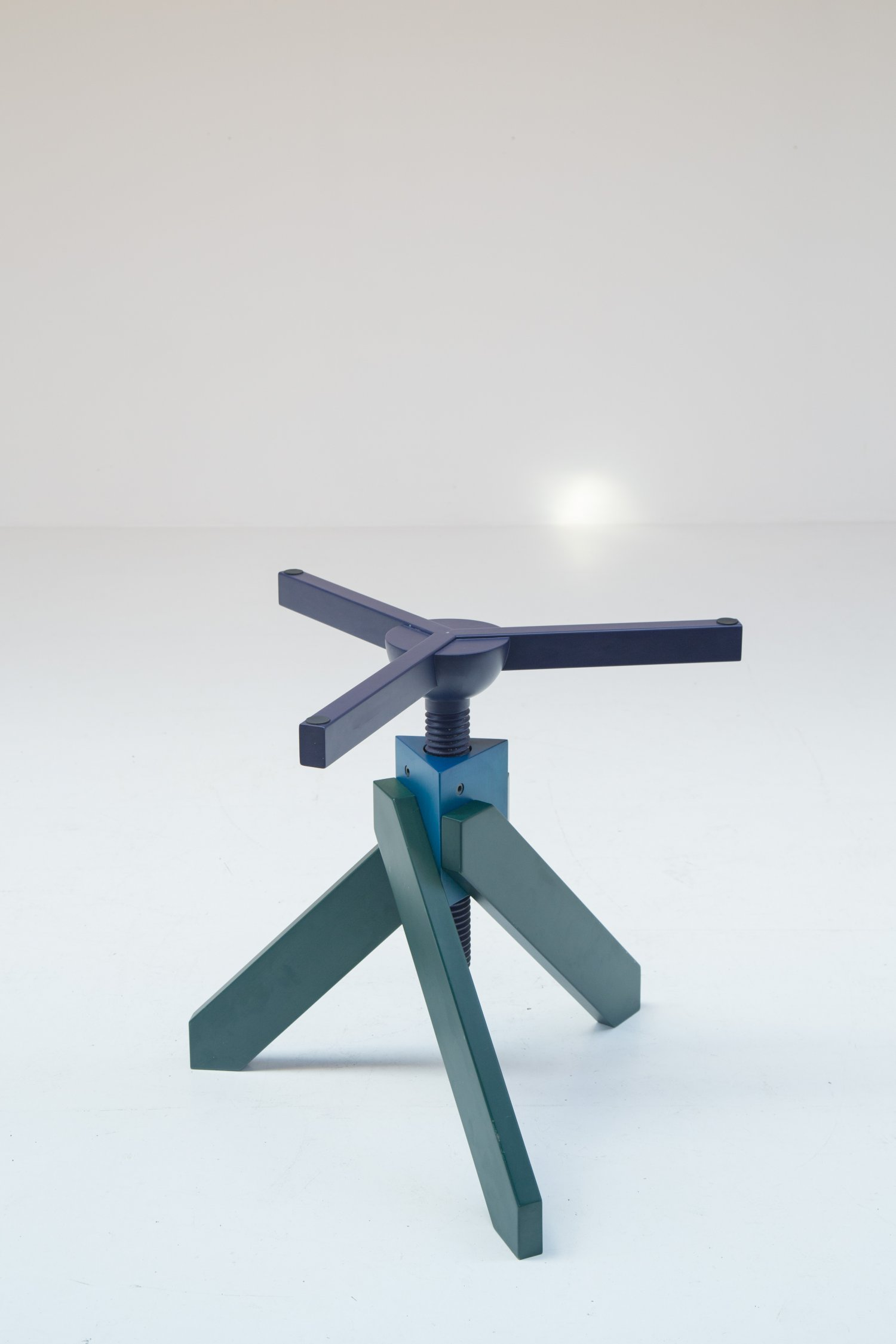 Vidun table by Vico Magistretti