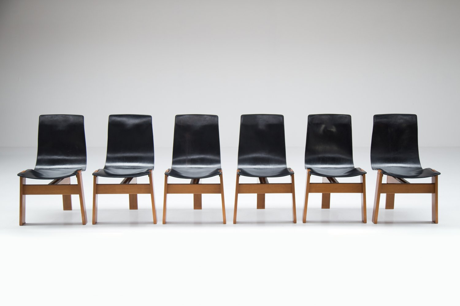 Set of 6 chairs by Angelo Mangiarotti for Skipper.