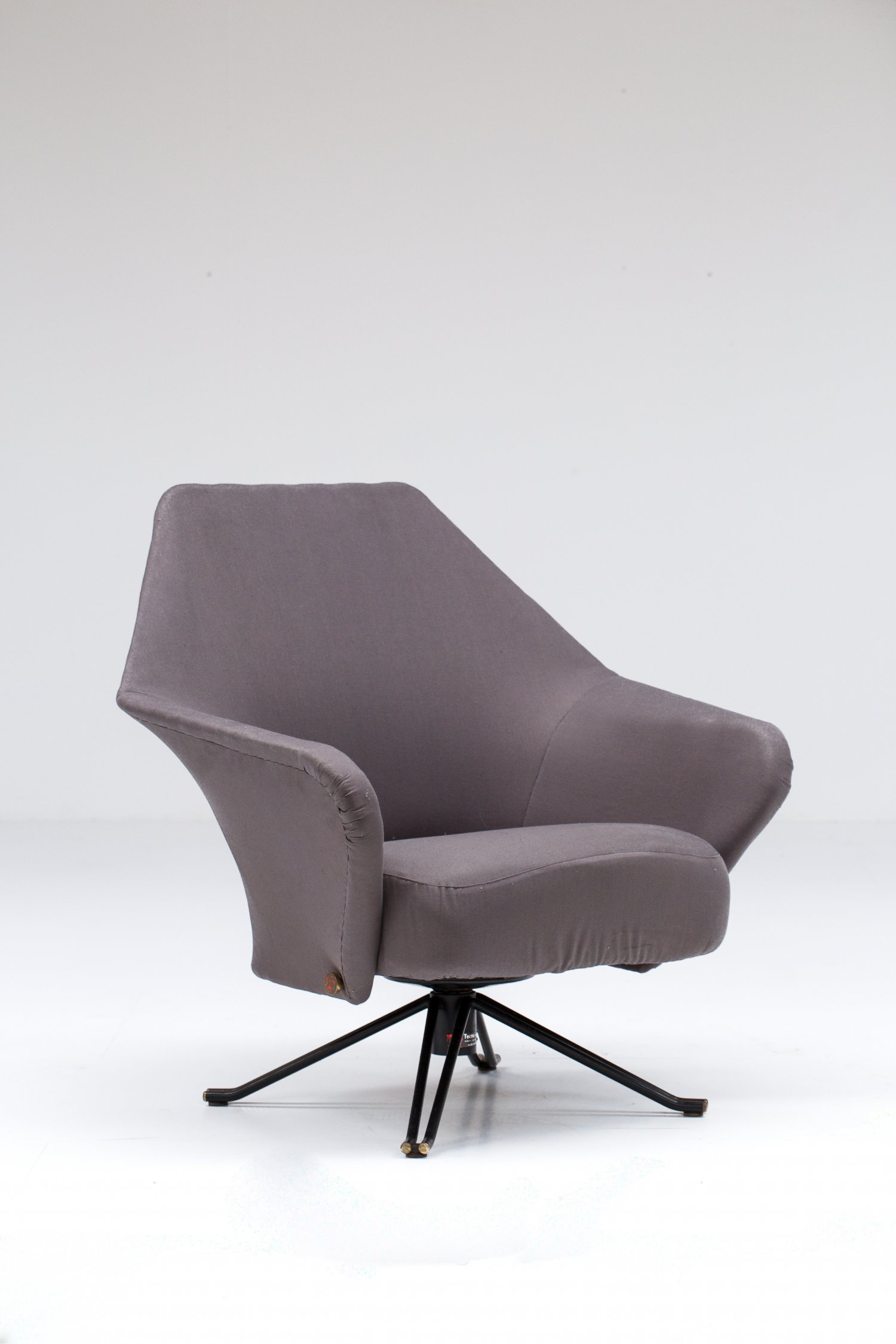 P32 lounge chair Osvaldo Borsani