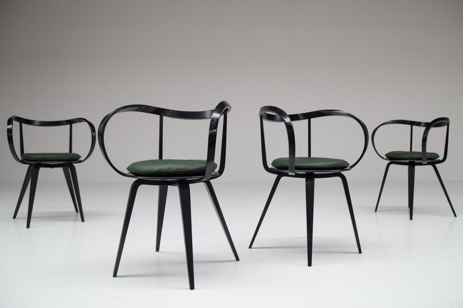Set of 4 Pretzel chairs by George Nelson.